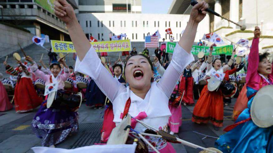 미친 개한망국....쥐새끼와 닭년이들어서니...RT @mh76_bot: 믿지 못하겠지만 이곳은 평양이 아니라 서울입니다. http://t.co/66pDFtovD3