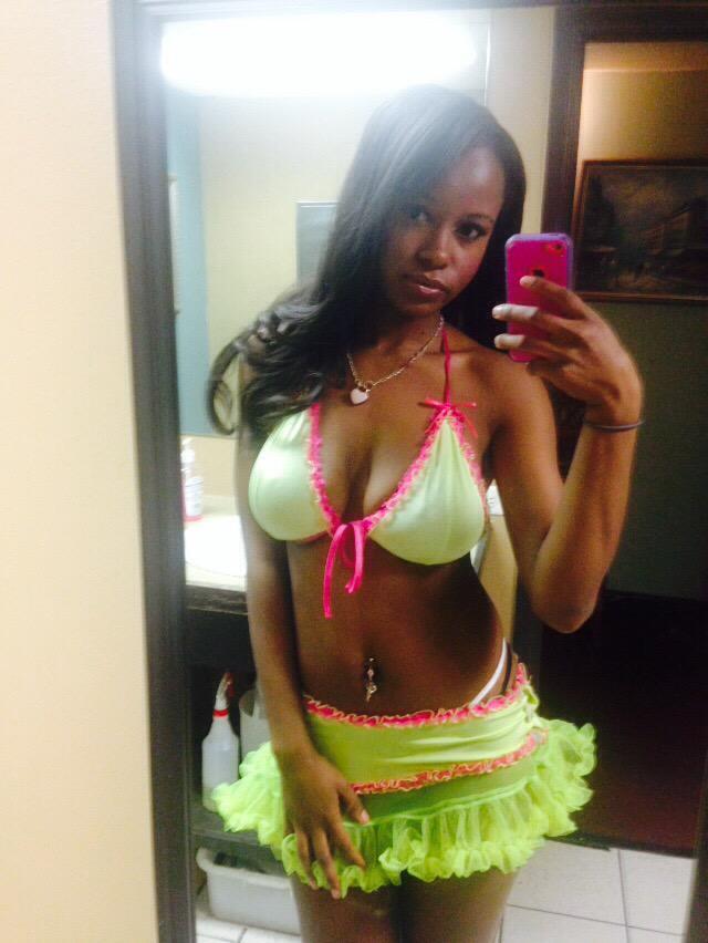 Ebony solo girl Jezabel Vessir letting big boobs loose from bikini top  1497556