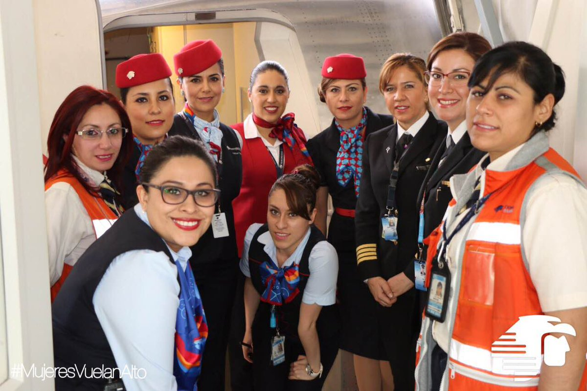 Buenísimo! Un vuelo tripulado 100% por mujeres @AeroMexico_com #MujeresVuelanAlto #FelizDíaDeLaMujer http://t.co/Xy6Llbs4Hm