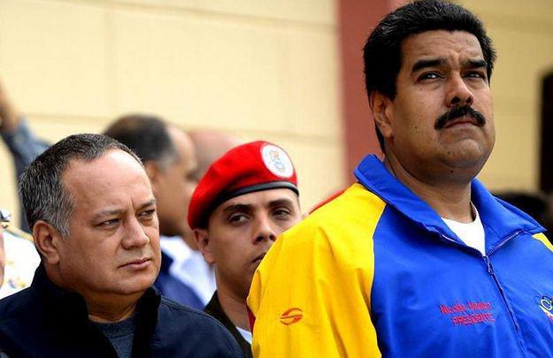 SuNoticiero (@SuNoticiero): ¡EN EVIDENCIA! Prensa española grabó y destapó el oscuro secreto de Maduro (VIDEO) http://t.co/DOyeYcAS8R http://t.co/qO9iowKTrF