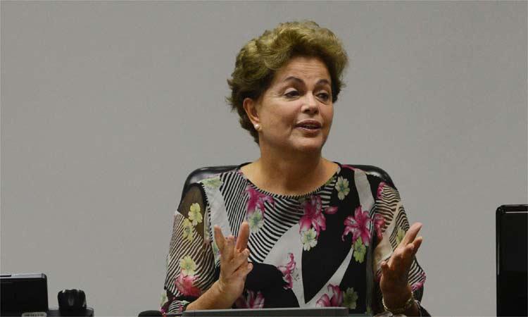 Brasileiros protestam com panelaço durante pronunciamento de Dilma na TV. Veja como foi em BH: http://t.co/2yYGrEGLE1 http://t.co/tjC1NmuFrY
