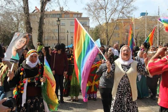 Antep'in 8 Mart'ı: Kısır da yaparım, devrim de! http://t.co/DKd4ka3da3 @ZeugMadiLGBT http://t.co/8HdfWxBvbZ