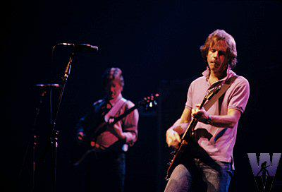 30 yrs ago today, #GratefulDead in Berkeley. Here's a shot of @BobWeir and @PhilLesh http://t.co/Foy2iQZEpY http://t.co/KawZLg0vp4