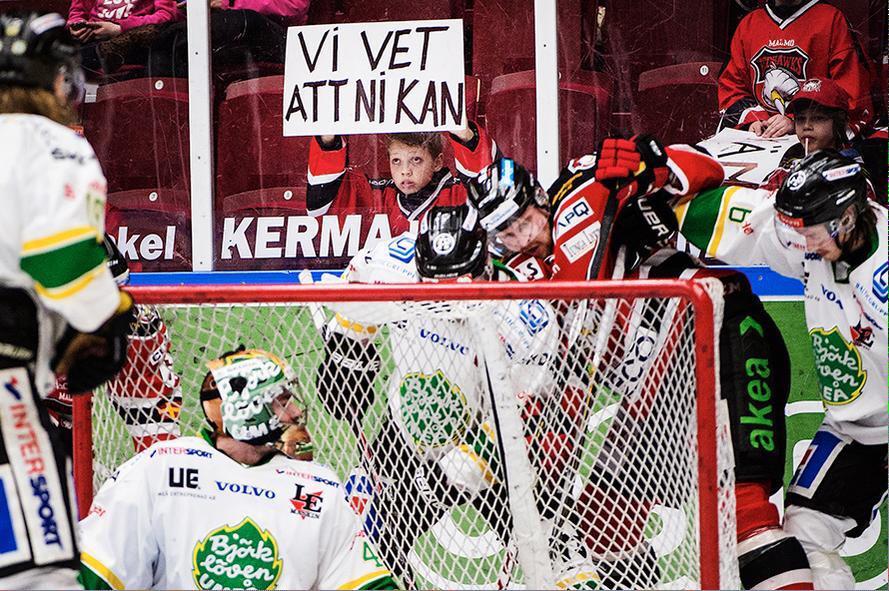 Christian Örnberg har lyckats knäppa kvällens finaste bild. Känslostorm i Malmö! #viasatHA http://t.co/fec7Nzt6bE
