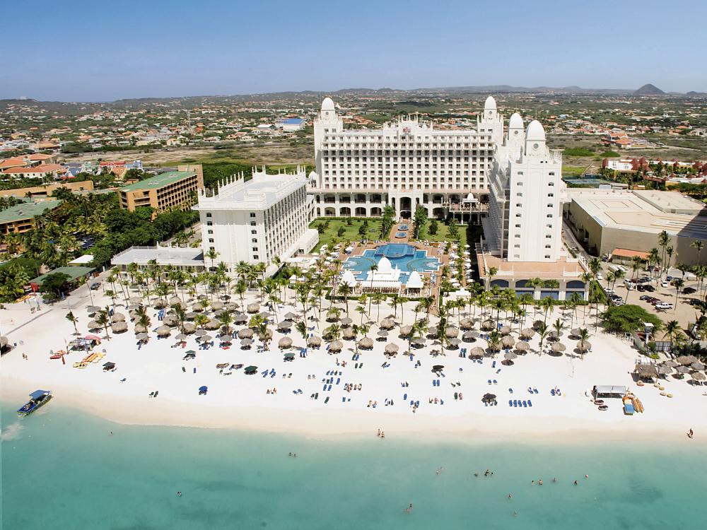 Retweet if you want to relax under the sun&swim in turquoise waters http://t.co/fHVTPhr7Yr  #AllinclusivebyRIU #Aruba http://t.co/fSwcPUMPTl