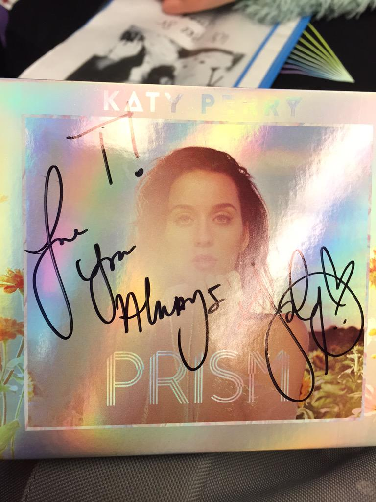 Katy was too tired to write full names. But me is ☺️☺️☺️ now http://t.co/p8QU6iGEtx