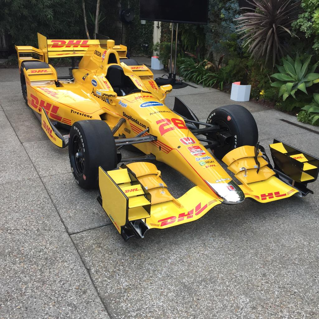 And another angle... #IndyCar #aerokit @HondaRacing_HPD @honda @DHLUS http://t.co/xavoTFXs4z http://t.co/GIiemEYIwM