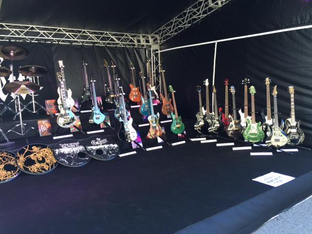 本日、the GazettEが日本武道館で13周年記念の特別なライブを行います。 現地からスタッフ吉野が写真レポート! メンバー本人の楽器展も開催されているので、お越しの方は是非!  #theGazettE #13th #日本武道館 http://t.co/Sqx2FA2bsi