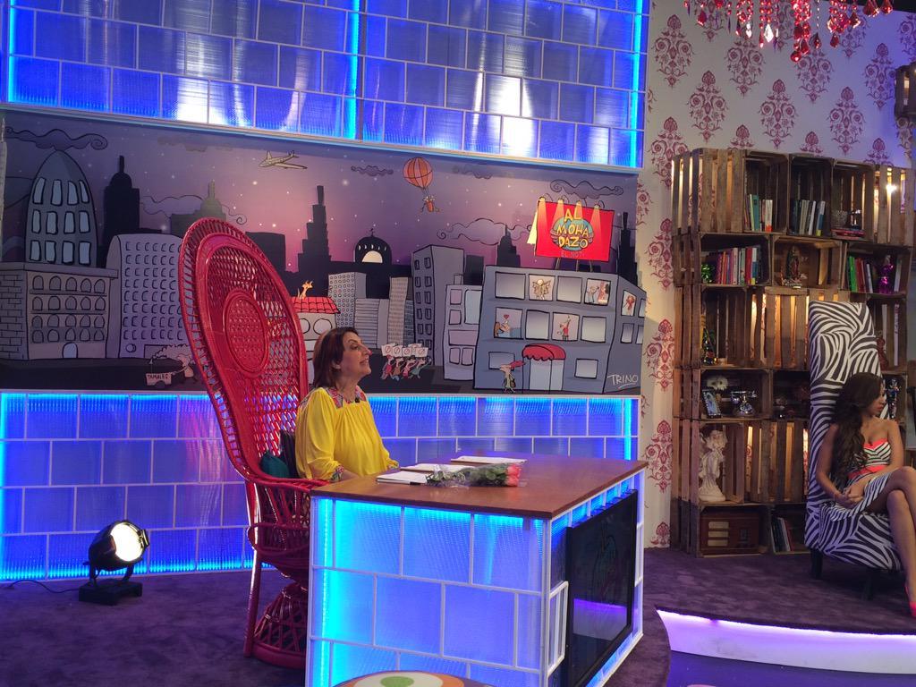 Irais Rasgado (@iraisrs): Aquí la jefa @TapiaFernanda en su nuevo escritorio @almohadazo http://t.co/YxT4W4ALX3