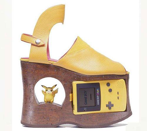 La chaussure Game Boy Color Pikachu ?! #WTF #Nintendo #Pokémon http://t.co/vm3GFrqIcV