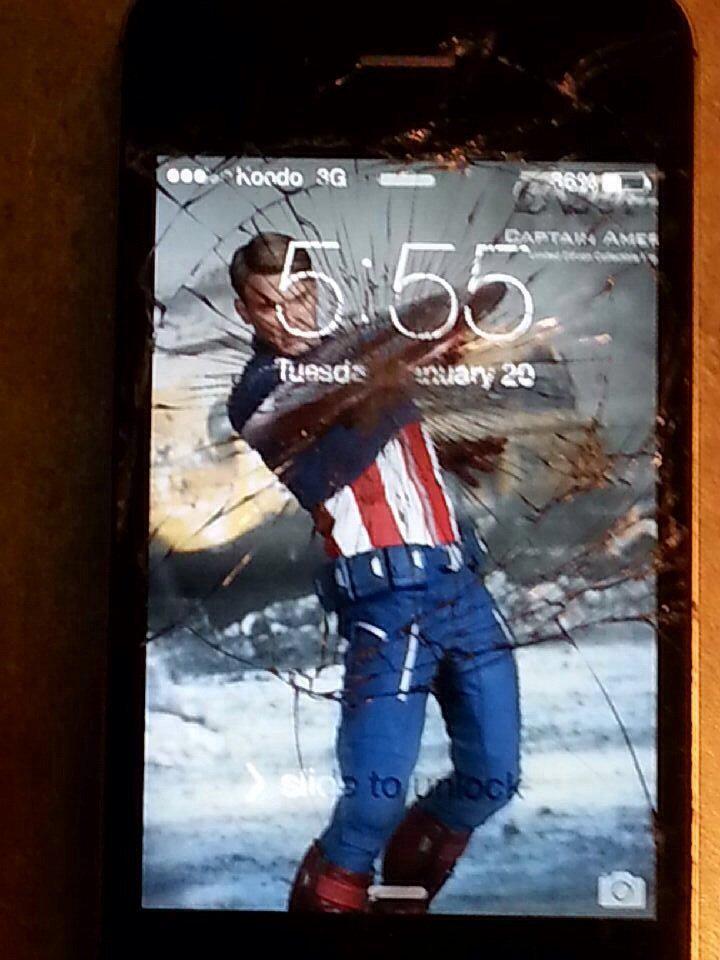 わたしのiPhoneは背面なんだよww RT @eigaland: まるで映画のキャラクターが躍動しているかのよう! スマホのひび割れた液晶のポジティブかつクールな活かし方http://t.co/dGRsqY9097 http://t.co/kF0OvlSmBZ