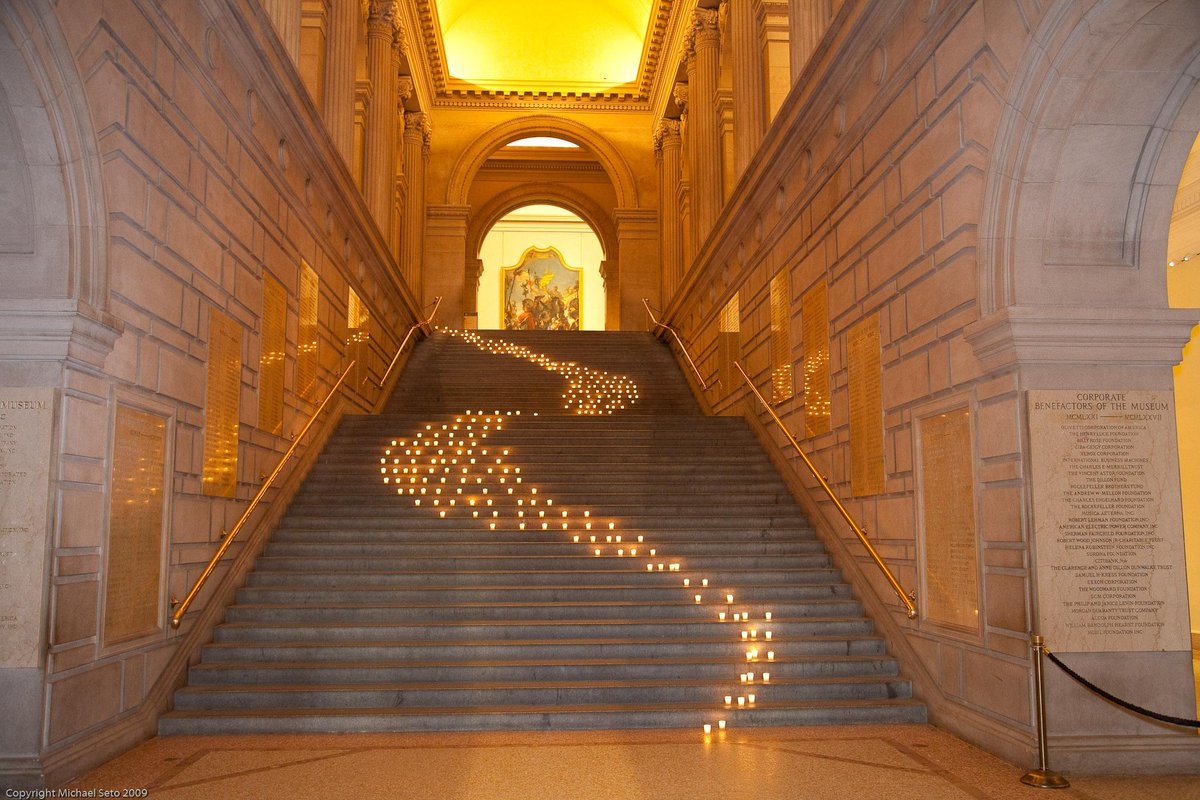Isn't it amazing what a few (hundred) candles can do? @metmuseum #corporateevent #nyc #metmuseum #candle #art http://t.co/FNeqR5PzGl
