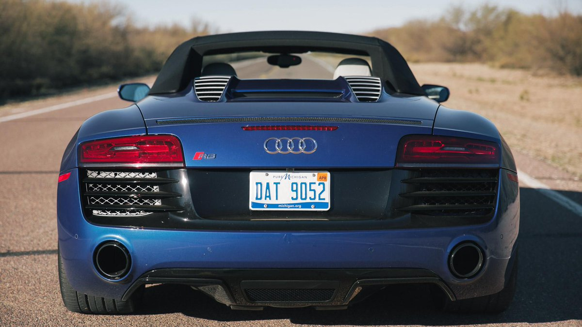 Dropping the top in the Audi R8 Spyder http://t.co/YmfvWw9oxZ http://t.co/WaIvXP3FNe
