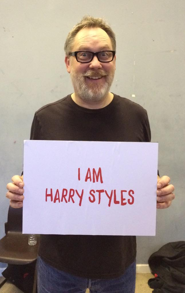 To complete the #NoDirection line-up ... Vic Reeves is @Harry_Styles #RND15 http://t.co/V6zHLx9FjP