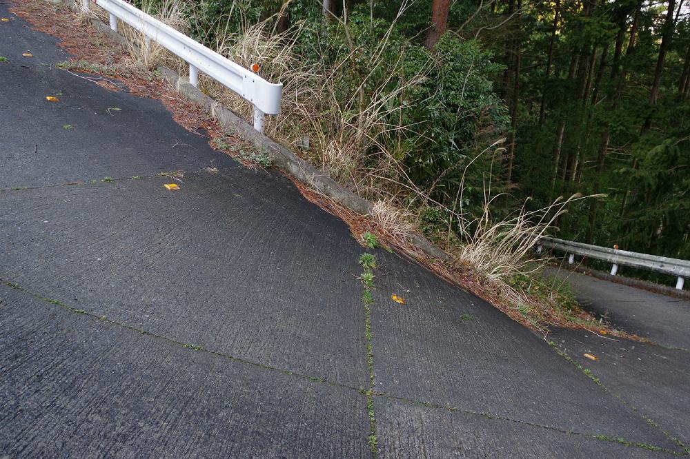 昨日、かの有名な暗峠(R308)にも匹敵しそうな勾配を持つ主要地方道を、静岡県内で発見した! 後日レポートしたいと思います。これ、マジで異常だから! http://t.co/8lZDYRmGYn