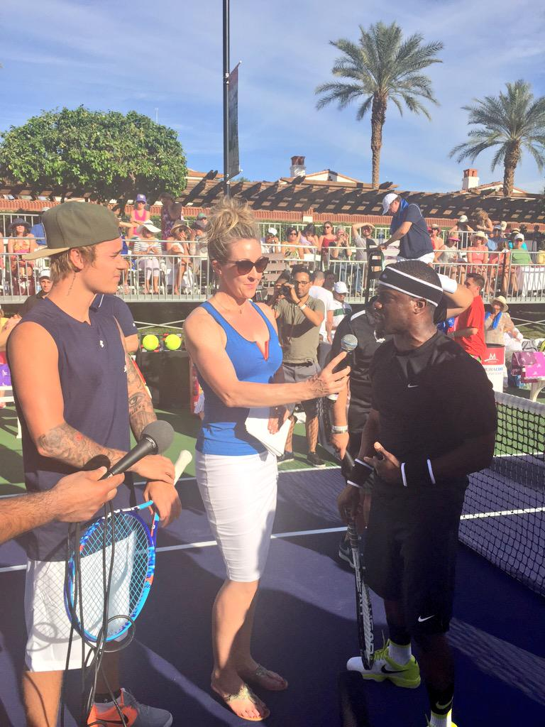Interviewing @KevinHart4real on upcoming @justinbieber roast. Amazing day @DesertSmash #cancerforcollege http://t.co/xjC94zebA2