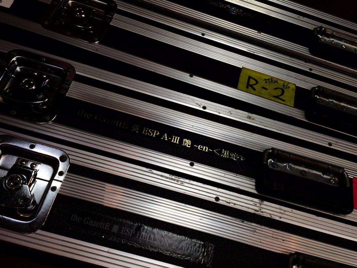 the GazettE FAIR始まりました! 昨日の武道館公演で使用された機材たちが今朝届きました! 15日までの期間限定公開なので是非お立ち寄りください。  #theGazettE #日本武道館 #13thAnniversary http://t.co/i7CdzFt7fL