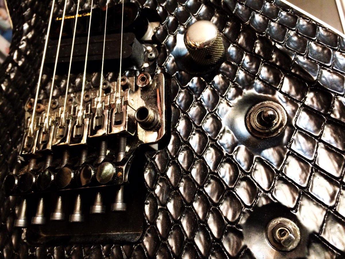 開店と同時から沢山のご来店ありがとうございます。 麗氏、葵氏、REITA氏、そして、あの方のギターも…! #theGazettE #13thAnniversary  FAIR会場はこちら→https://t.co/W5DSXCrcGL http://t.co/HSbYp5pYqP