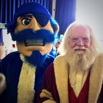 Santa and the Pirate at yesterdays sold out pancake breakfast. #HallChristmas http://t.co/mntvFMBcRT