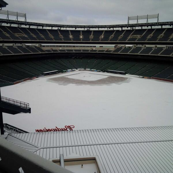 Rangers Ballpark in Arlington on a wintry Friday afternoon. http://t.co/kRUOrSIax5