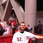 RT @Reds: No-shave offseason in full effect for Tony Cingrani #RedsfestSelfies #Redsfest http://t.co/4Bb8lDQZuk