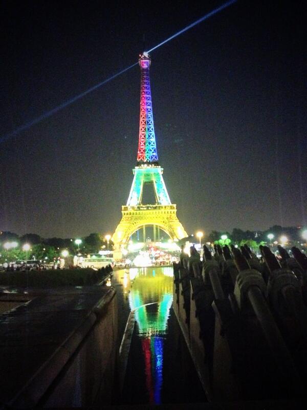 Paris pays tribute to #Madiba #eiffel #RIPNelsonMandela #NelsonMandela http://t.co/68UG1VBUfT