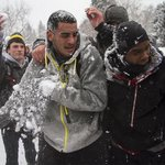 I love this RT @KATUNews: Oregon football team challenges student body to snowball fight http://t.co/iLAvhob5nD http://t.co/Qij14uVlsN