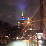 Beautiful #EmpireStateBuilding in the South African colors honoring #Madiba. http://t.co/IlyWHberM2