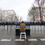 RT @DavidGrann: Photo of the day: Ukrainian protester playing piano to riot police. https://t.co/sDKMsRouXW via @blakehounshell @shaunwalker7