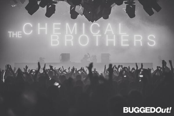 High five to @ChemBros for last night @WHP_Mcr great shot from @lukedyson http://t.co/EaLa9NFvWu