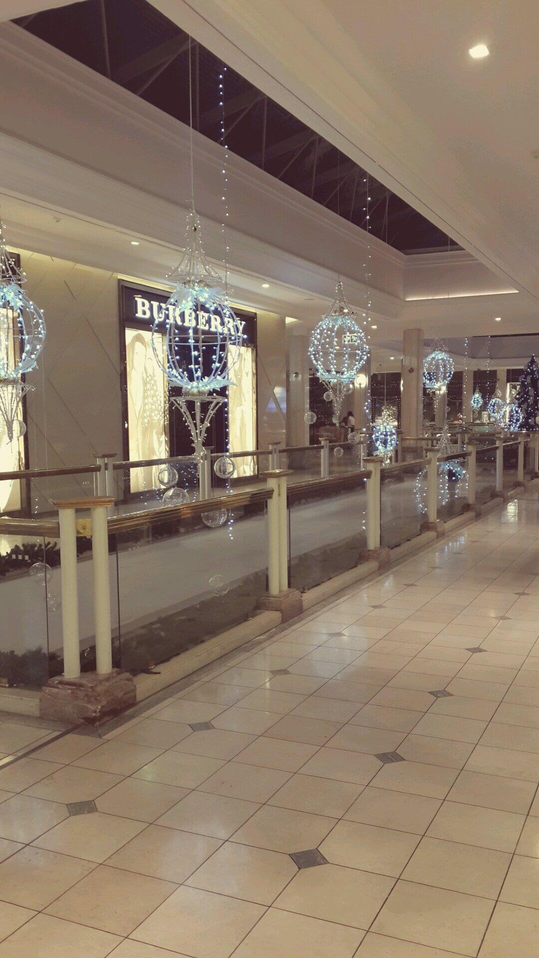 Beautiful Christmas decorations @Hyde Park Shopping Centre...giving me the 'feel good Christmassy' butterflies☆★ http://t.co/QXQOSrBKKB