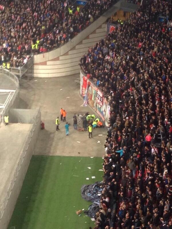 BaBm6PVCQAAqoA9 Awful. Ajax fan suffers serious fall celebrating 2nd goal v Barcelona