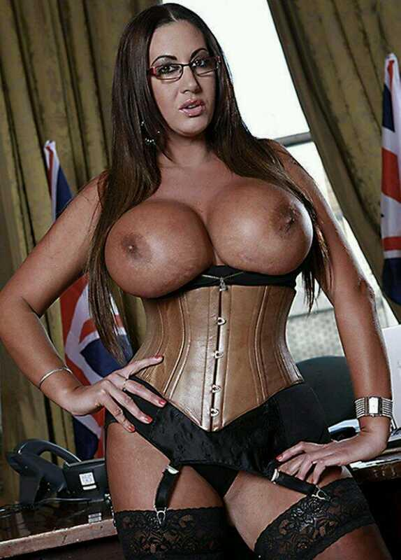 Howie100 (@Howie100): @LucyLucytonto:  I hope you'll love @sexyemmabutt http://t.co/DS2q3fBVo5
