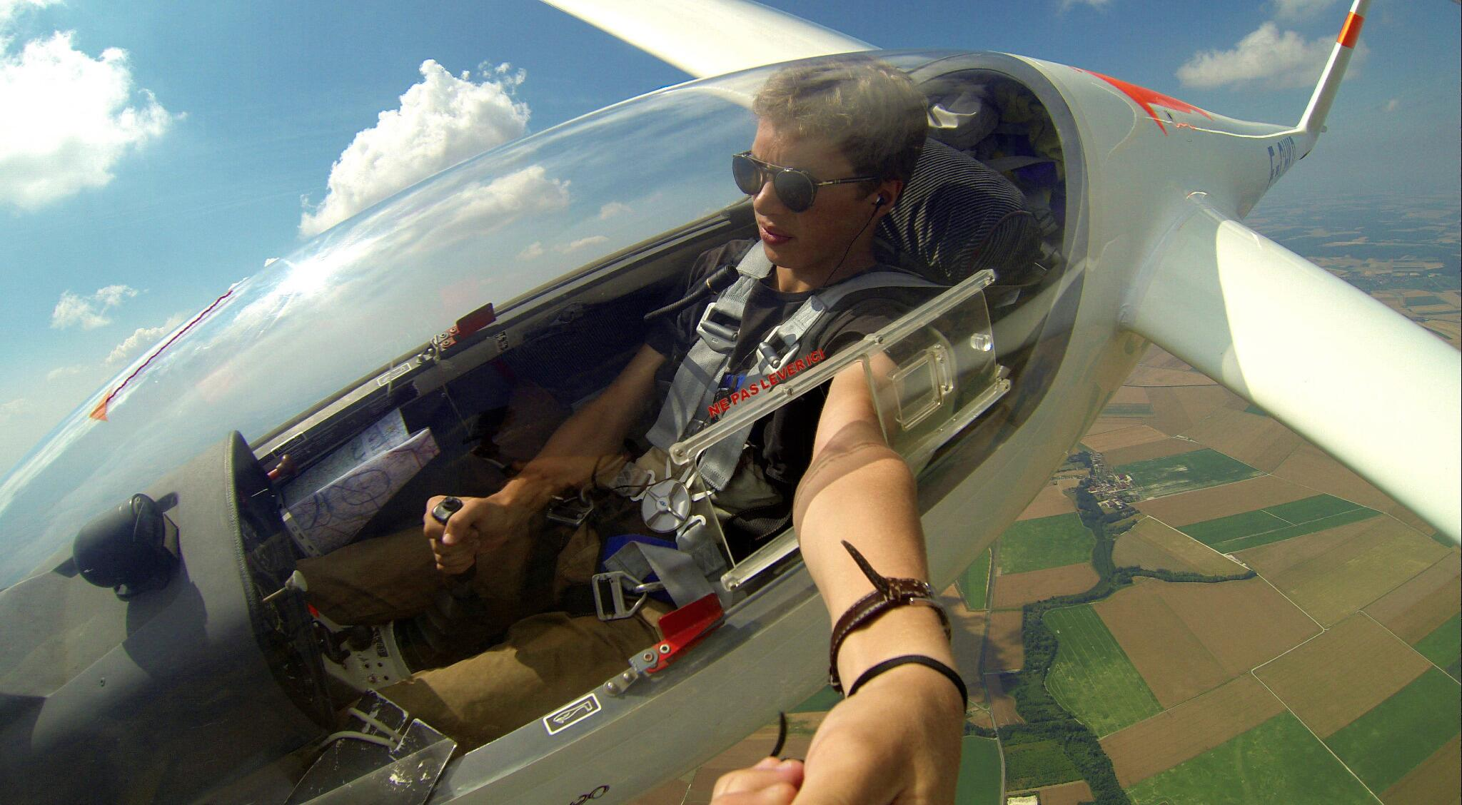 GoPro user Jean-Baptiste Perlade looking pretty chill soaring above the French countryside. http://t.co/GdmGs4JWB1