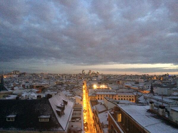 Mar Montoro (@Mar_Montoro): Amanece en Madrid,todo nevado!! @atrevetedial @Cadena_Dial http://t.co/EnkrAUQV07
