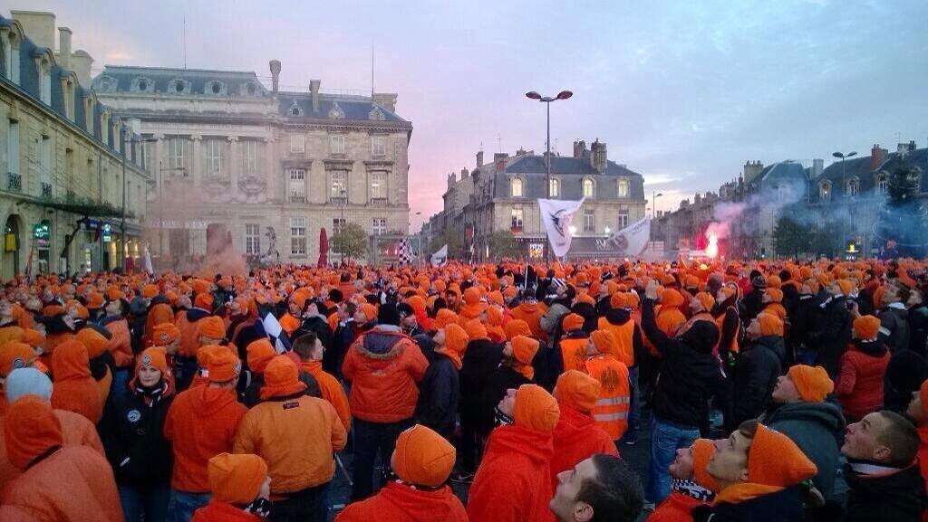 Marking Your Territory: 15,000 Eintracht Frankfurt fans took over Bordeaux town square pre match