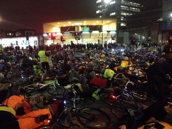 Big crowd at #tfldiein outside Transport for London HQ on blackfriars road http://t.co/Av5UA5oQAl
