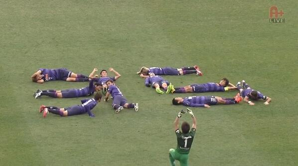 Goal Celebration of the Week: Sanfrecce dedicate a goal to a retiring teammate with a human number design