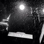 RT @EverythingNYC: Snow falling in #NYC (@DanTVusa) http://t.co/Efsq6QdJCi
