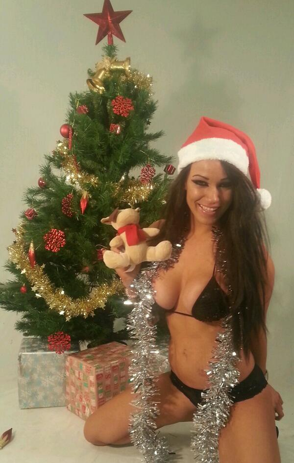 Hazel Badass bond (@hazelbondxxx): Merry x mas every 1 on cam now cum get me filthy :) xxx http://t.co/JYVXOcmWqu