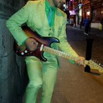 So Shane Long had an impromptu busking session in Temple Bar, Dublin tonight and wore this AMAZING suit! #WBA #aertv http://t.co/y2UGwvuM5U