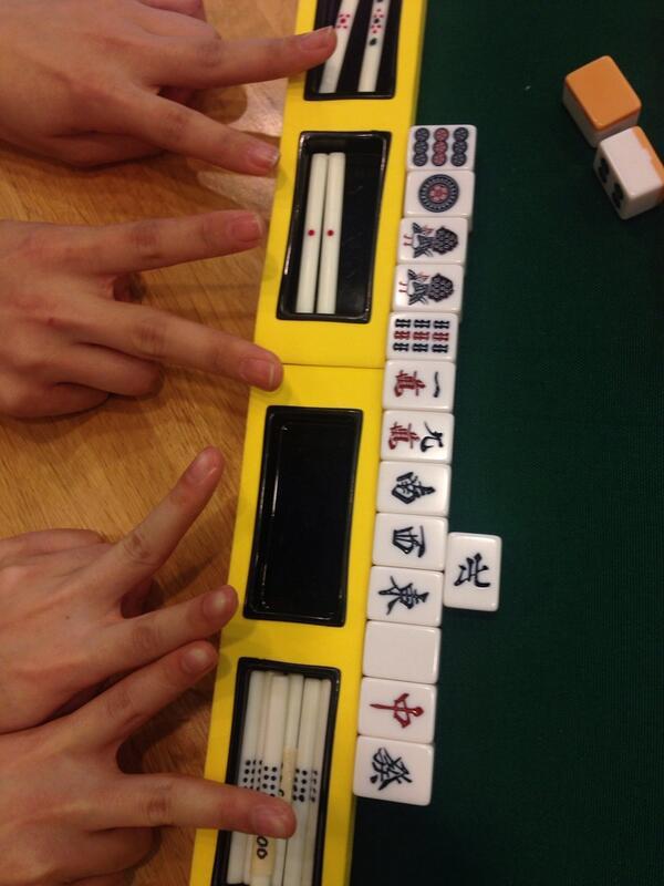 【こぼれ話】咲の現場ではキャストの皆さんに麻雀を知ってもらおうと毎週アフレコ後に卓を用意して自由にご参加いただいています。二人ペアで打つこともあるのですが、長妻さん赤﨑さんペアが人生で初めて上がった手がこちら。すごい…。 #saki http://t.co/3rvDm8uFPU