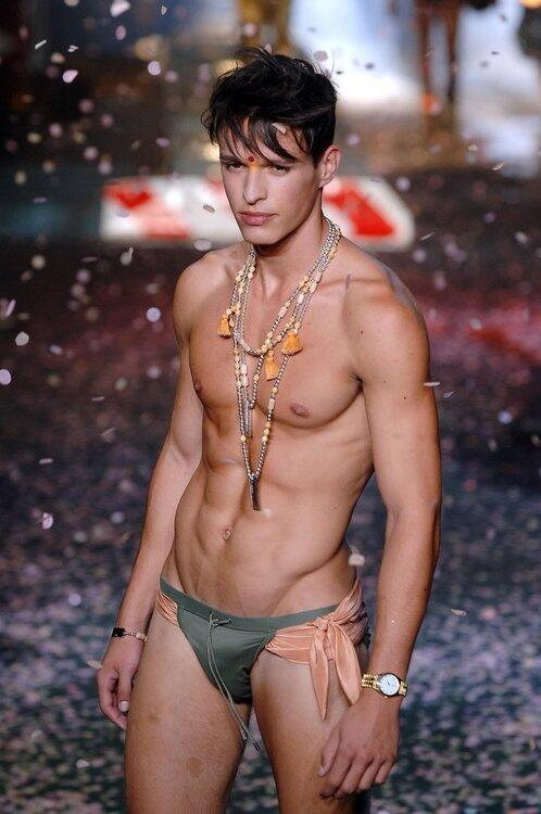 Olaf Benz Fan  (@Manstore): Who knows what designer brand this is? Simply beautiful #undies http://t.co/SPKHjRa3Be