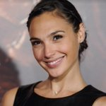 ".@GalGadot will join the cast of the upcoming film ""Batman vs. Superman"" to play Wonder Woman! http://t.co/sQlNAaHDAV http://t.co/ObecOdAYxf"