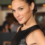RT @BuzzFeed: Batman/Superman movie has found its Wonder Woman, Gal Gadot http://t.co/AKMYm9DfK9 http://t.co/pWHzcajLsW