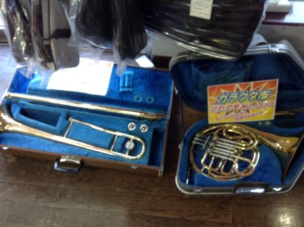 ガラクタ市開催中 要修理の楽器やオブジェにしか使えないような楽器ですが、1000円程度で販売中です。 http://t.co/zLM7E4X4AP