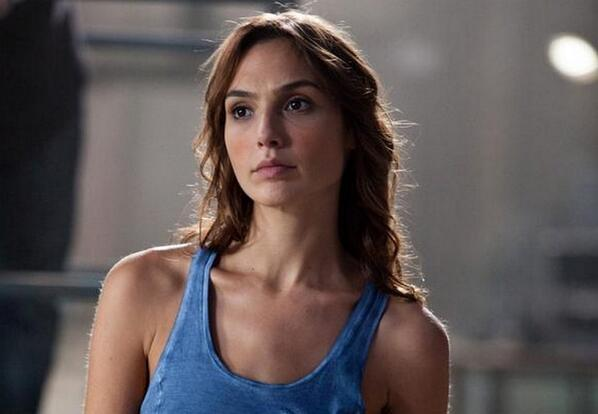 Gal Gadot será Wonder Woman en 'Batman vs. Superman' (via: @horasperdidas) http://t.co/IuRBy0Z8kF http://t.co/meSDjgFhrR