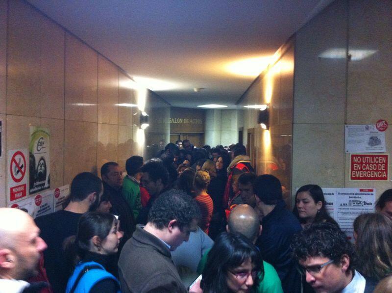 En este momento estamos en los juzgados de Plz.Castilla acompañando a los #21vsSareb http://t.co/N7MzoiXT26