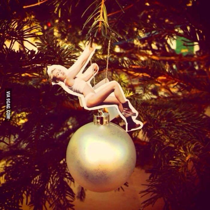 @9GAG: It's Christmas season! #mileycyrus