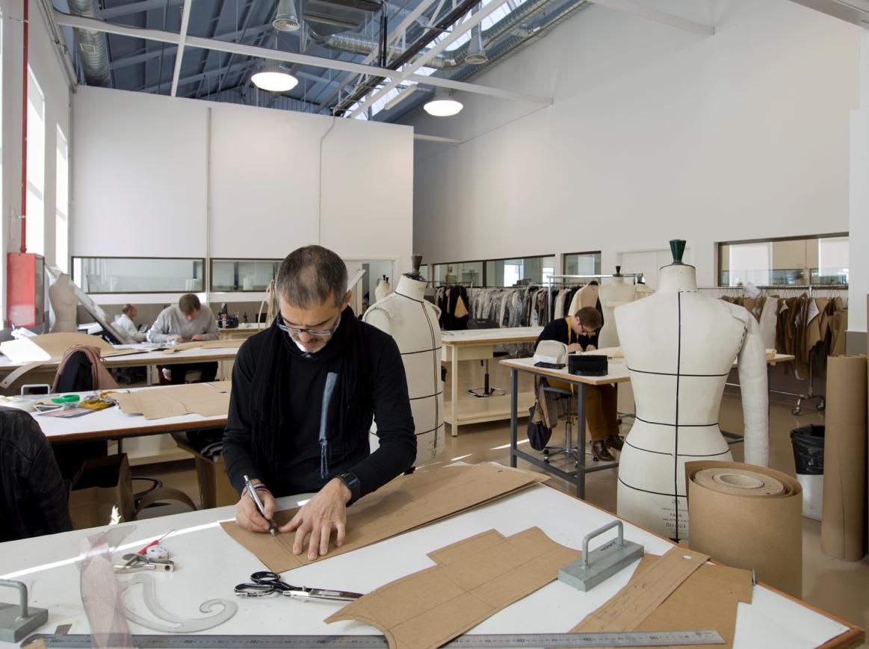 Las marcas vuelven a casa (y no solo por Navidad): la producción textil se reactiva en España. El sábado, en S Moda http://t.co/jPPo8zaezg